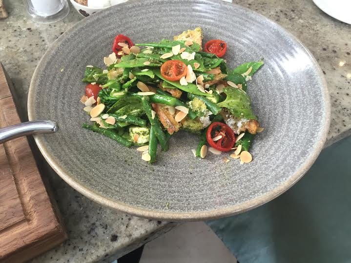 green bean and mange tout salad