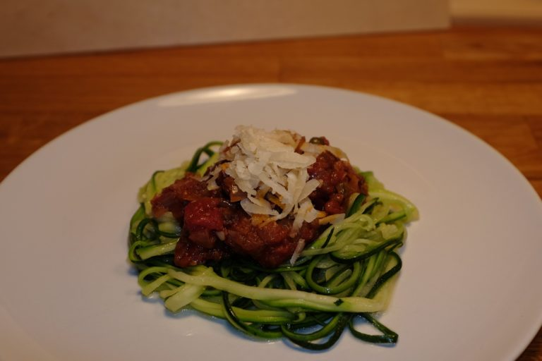 puttanesca sauce with courgetti