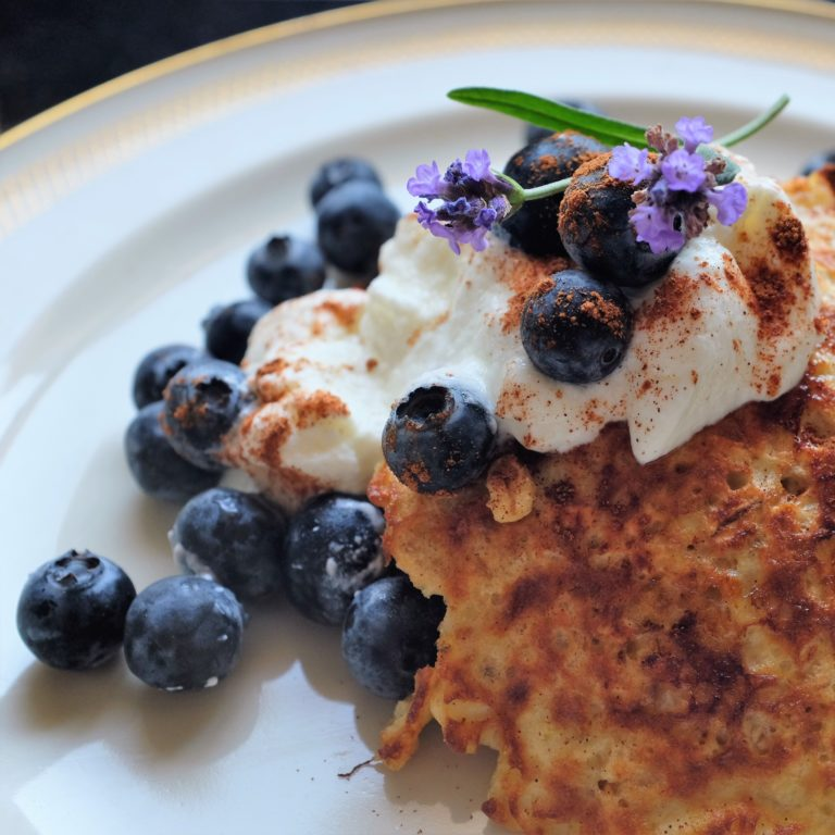 Pancakes with Blueberries and Greek Yoghurt
